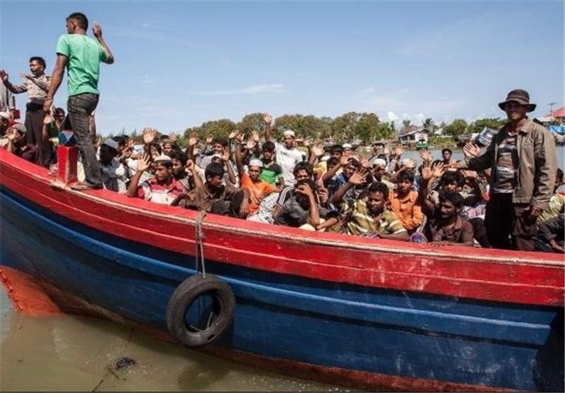 گرفتاری مسلمانان روهینگیا بدون آب و غذا در دریا