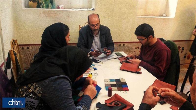برگزاری دوره آموزشی محصولات دست دوز چرمی برای نابینایان و کم بینایان در تبریز