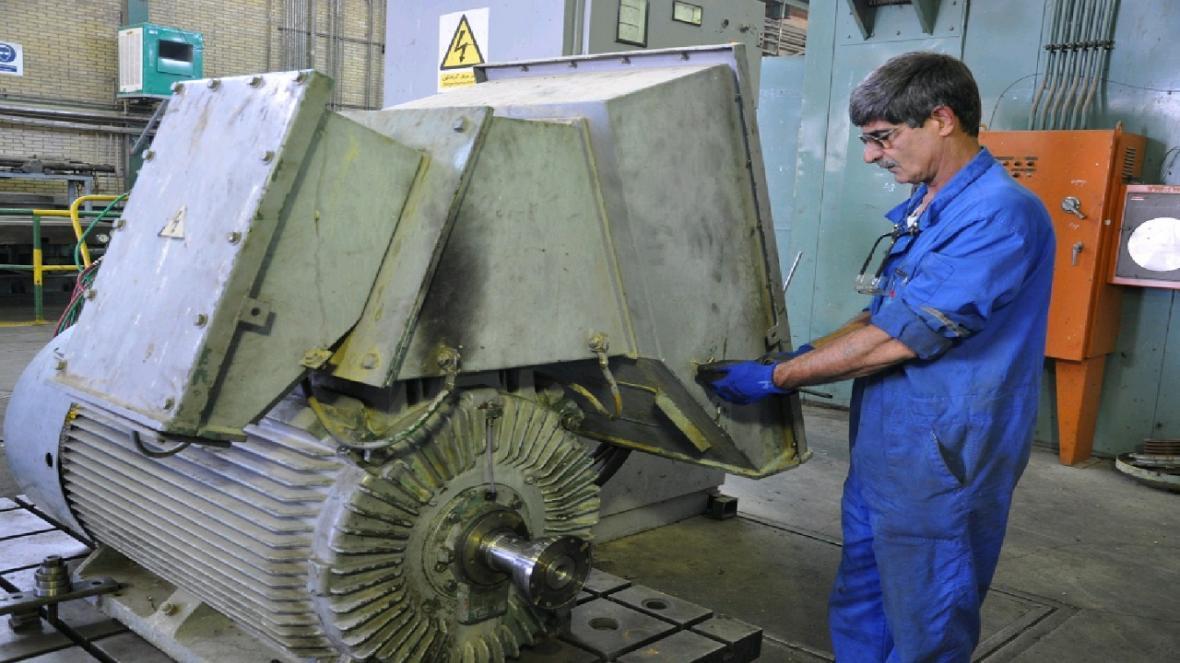 خودکفایی متخصصان پالایشگاه اصفهان در بازسازی الکتروموتور پمپ 4004