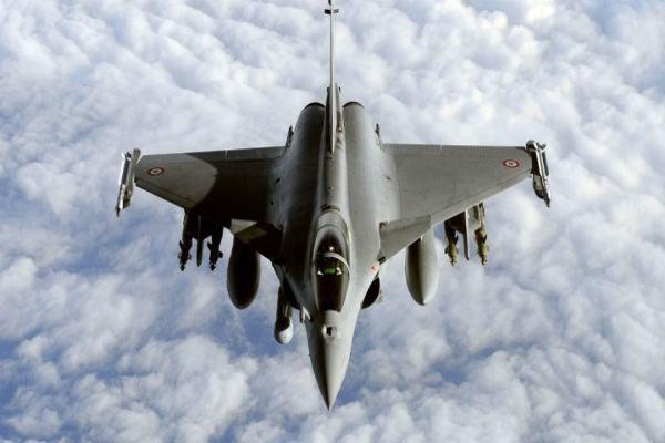 فرانسه 2 جنگنده رافائل و یک کِشتی جنگی به مدیترانه اعزام می نماید