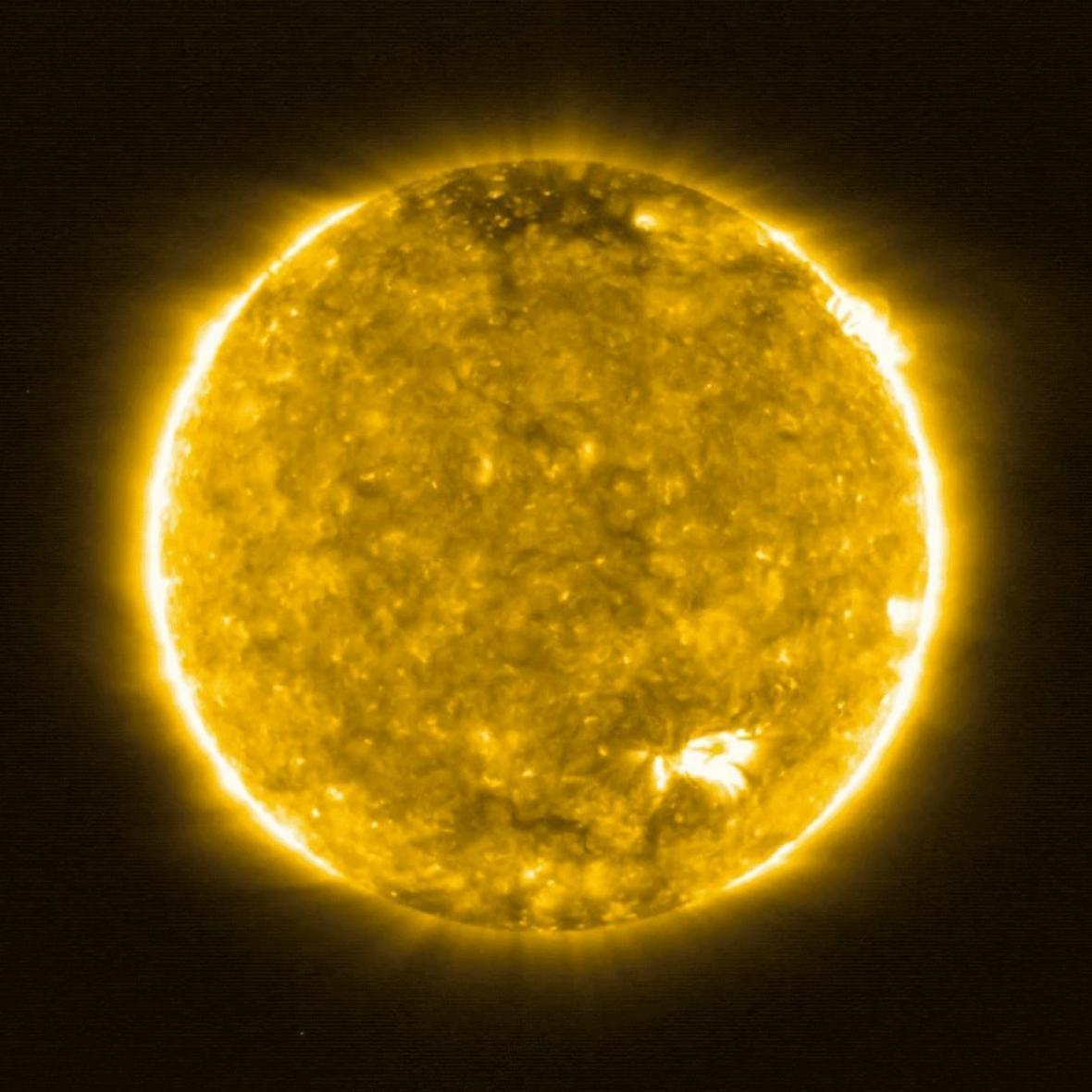 برخی از مناطق خورشید داغ تر از مناطق دیگرند