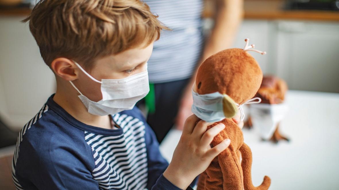 استفاده از ماسک بهترین راه چاره برای جلوگیری از ویروس کرونا به بچه ها ، ماسک زدن را به بچه ها خود آموزش دهید