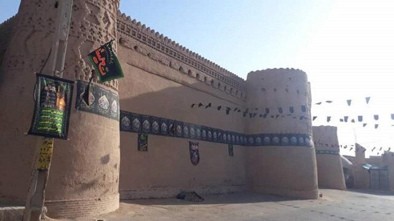 شعارنویسی روی بنا تاریخی؛ خلاف عرف و قانون