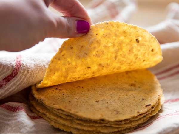 طرز تهیه نان ترتیلای مکزیکی به سه روش (با آرد ذرت، گندم و شیر)