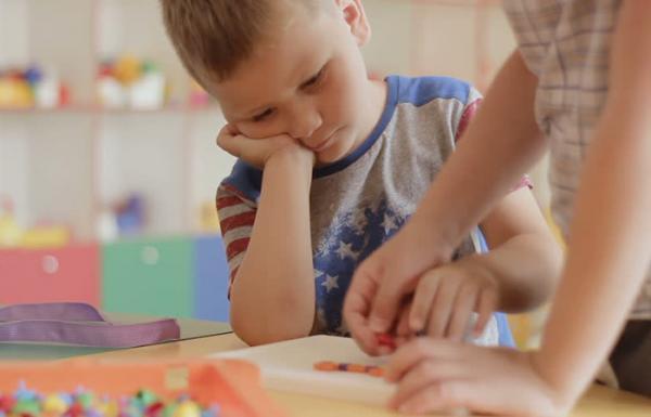 معرفی انواع بازی فکری بچه ها از تولد تا 9 سالگی