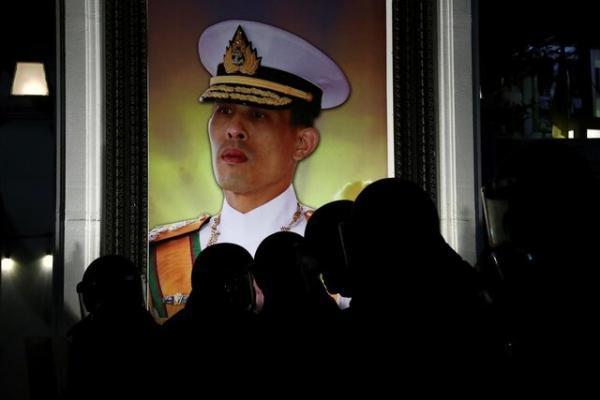 فعال تایلندی به سوزاندن پرتره پادشاه متهم شد