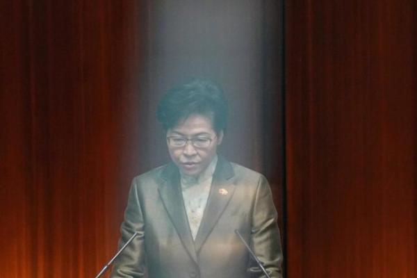 رهبر هنگ کنگ: مطبوعات نباید دولت را تضعیف کنند