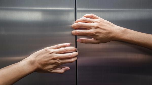 حبس ده ها نفر در تهران در آسانسور به دلیل قطع برق
